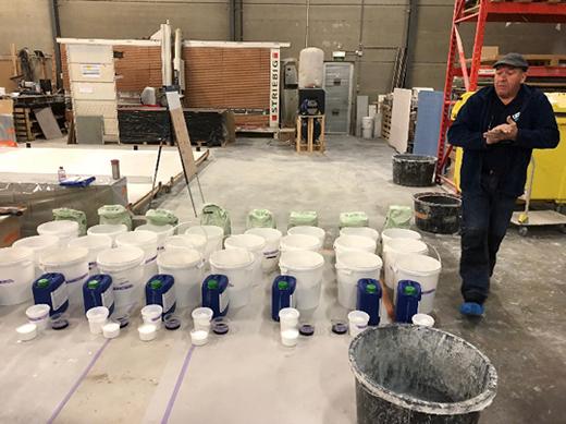 施工前の準備(材料の計量、目地の取付)